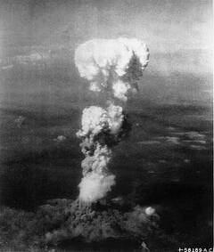 Atomic_cloud_over_Hiroshima_(c)National Archives and Records Administration.jpg